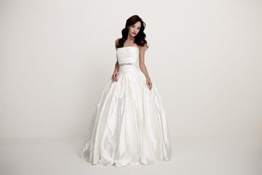 A legnépszerűbb menyasszonyi ruha színek  Ekrü 09277f86c1