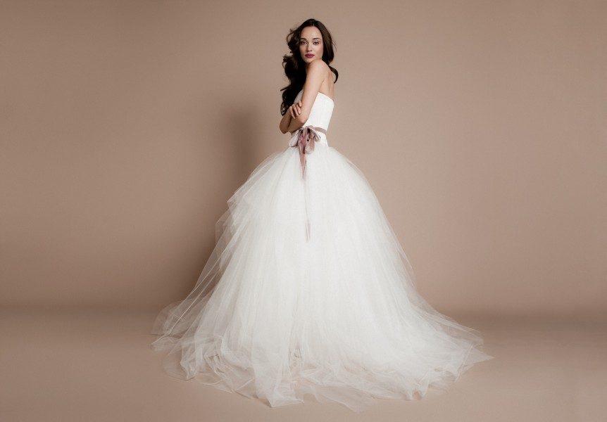 A legnépszerűbb menyasszonyi ruha színek  Halvány színek 2181d7d7a0