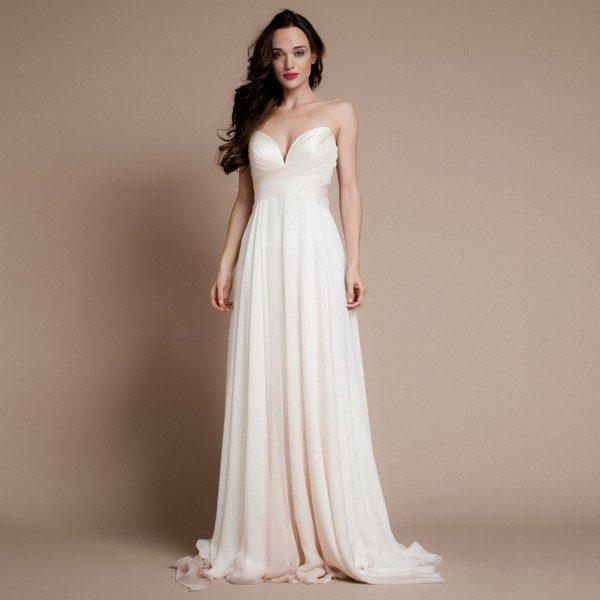 """Egy nőiesebb testalkatú menyasszony ruhájának készítésekor gyakran  használok muszlinzsorzsetteket a szoknya vagy akár az egész ruha  kialakításához."""" 3137ae0c29"""