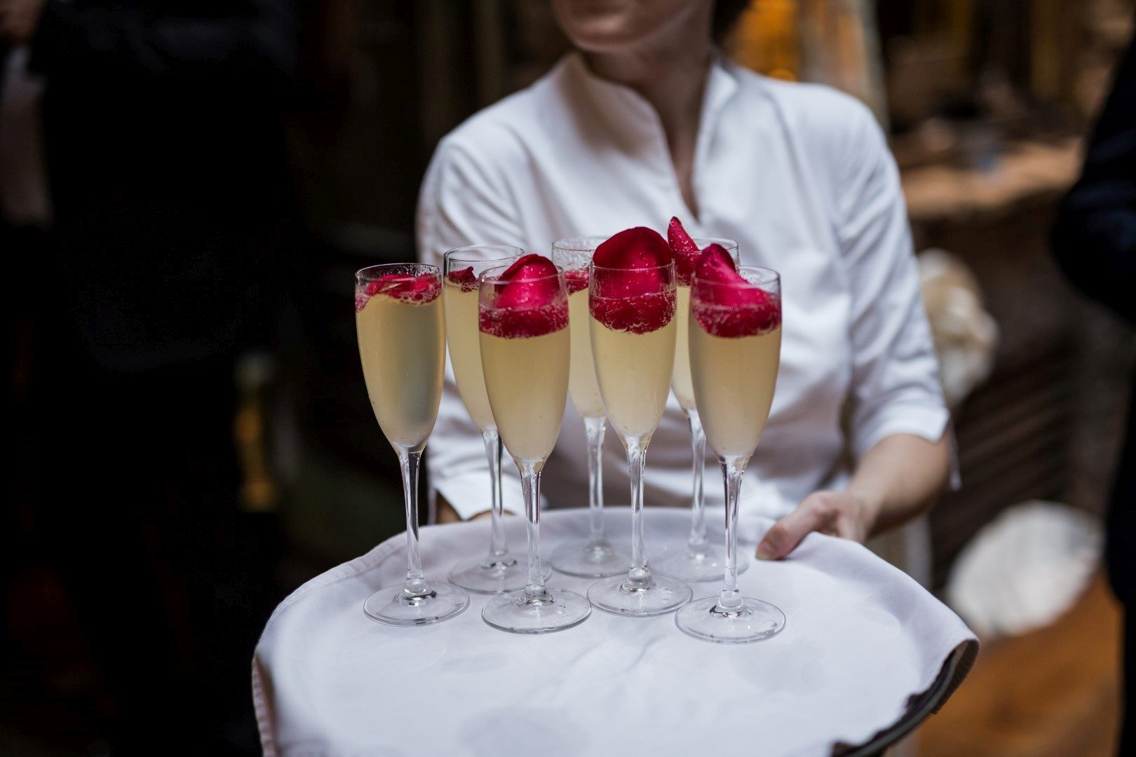 ,pezsgő,pezsgőzés,pezsgő esküvőn,pezsgő esküvő,
