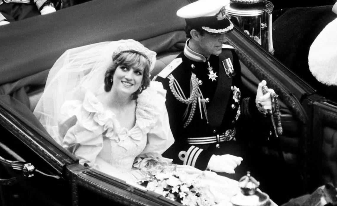 ,diana hercegnő esküvői ruhája,esküvői ruha,diana hercegnő,menyasszonyi ruha,királyi esküvő,