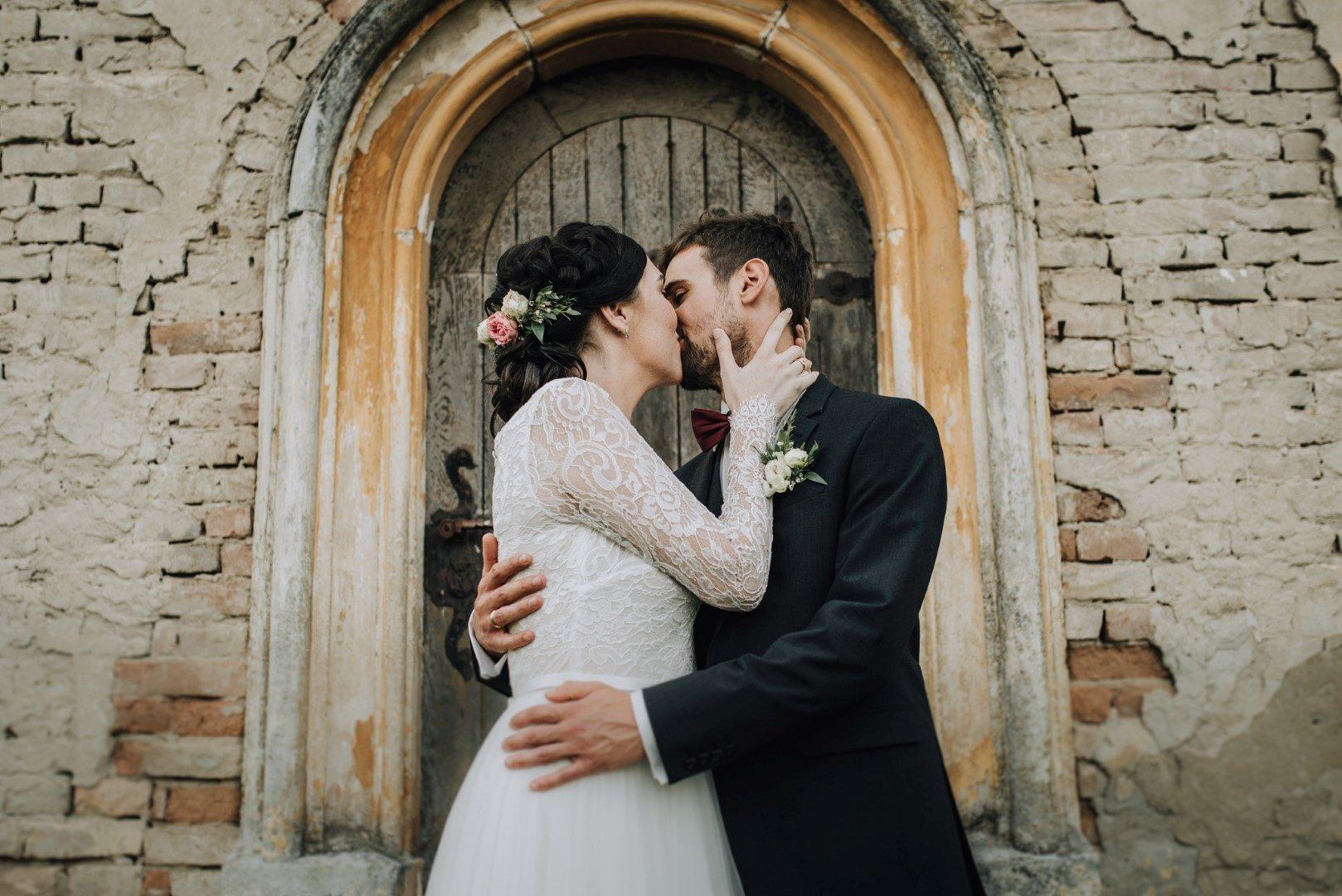 ,szabadtéri esküvő,fairy on canvas,daalarna ruha,esküvő,esküvői ruha,kápolna,esküvői inspirációk,