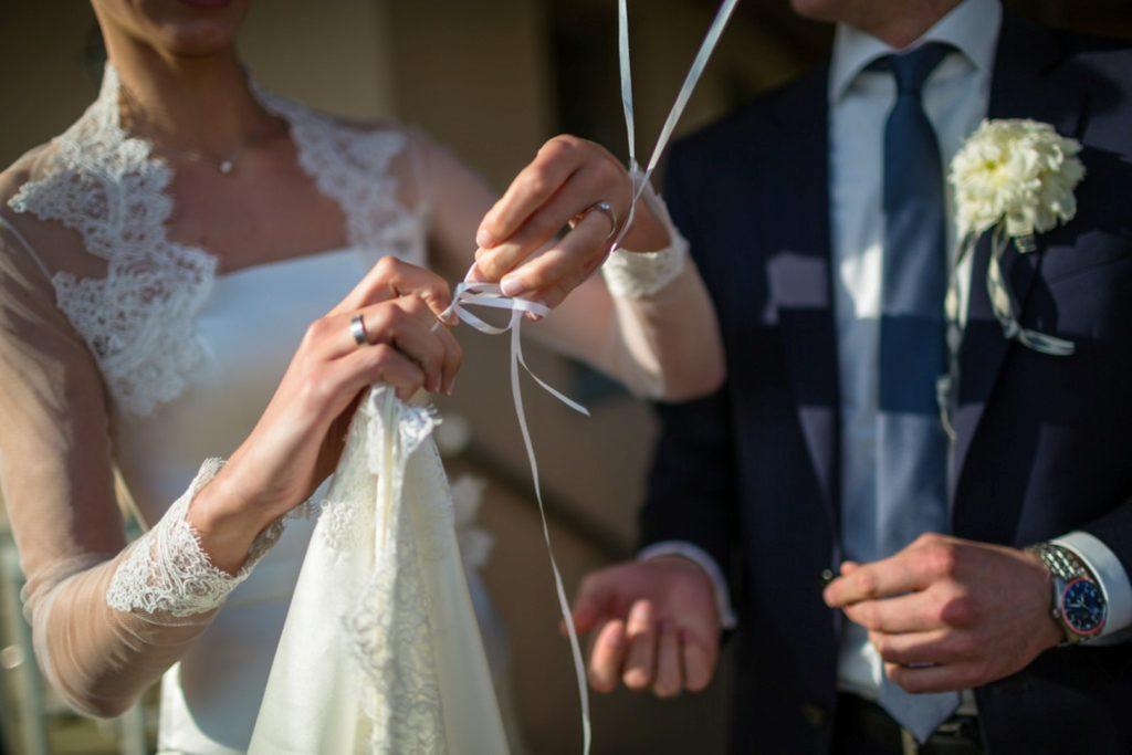 90c3350438 Hogy megpróbáljuk eloszlatni a félelmeidet, Vágvölgyi Andrea  esküvőszervezőt hívtuk segítségül, aki 3 nyomós érvet hoz arra, hogy miért  a péntek az új ...