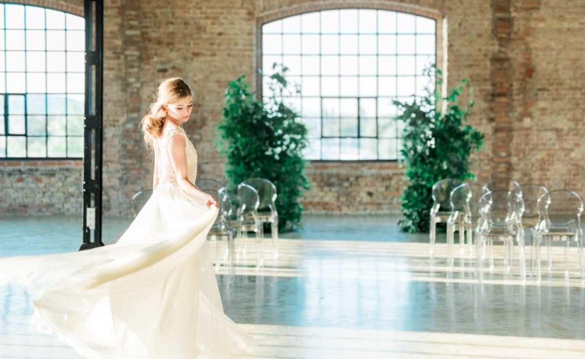 ,indusztriális esküvő,esküvői inspiráció,inspirációs fotózás,inspirációs anyag,rusztikus esküvő,daalarna ruha,