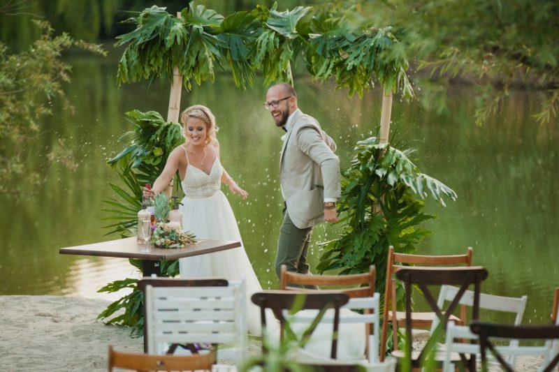 Anna és Dani trópusi hangulatú esküvője
