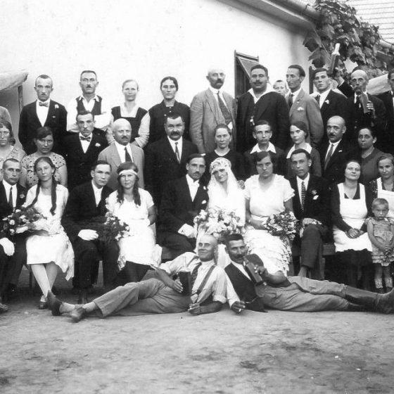 192a4be720 Menyasszonyfektetés és felkontyolás: Régi magyar esküvői szokások, amelyek  feledésbe merültek
