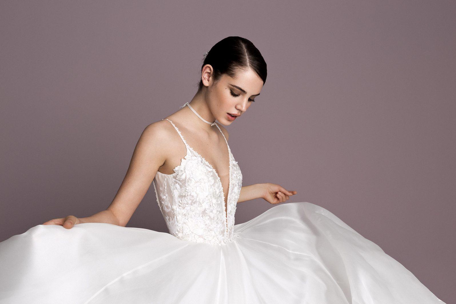 352c242f36 A SUNSET ruhákba mi is becsempésztünk gyönyörű különleges tüll és organza  szoknyás ruhákat, melyeket a királyi esküvők hangulata és dresszkódja  inspirált.