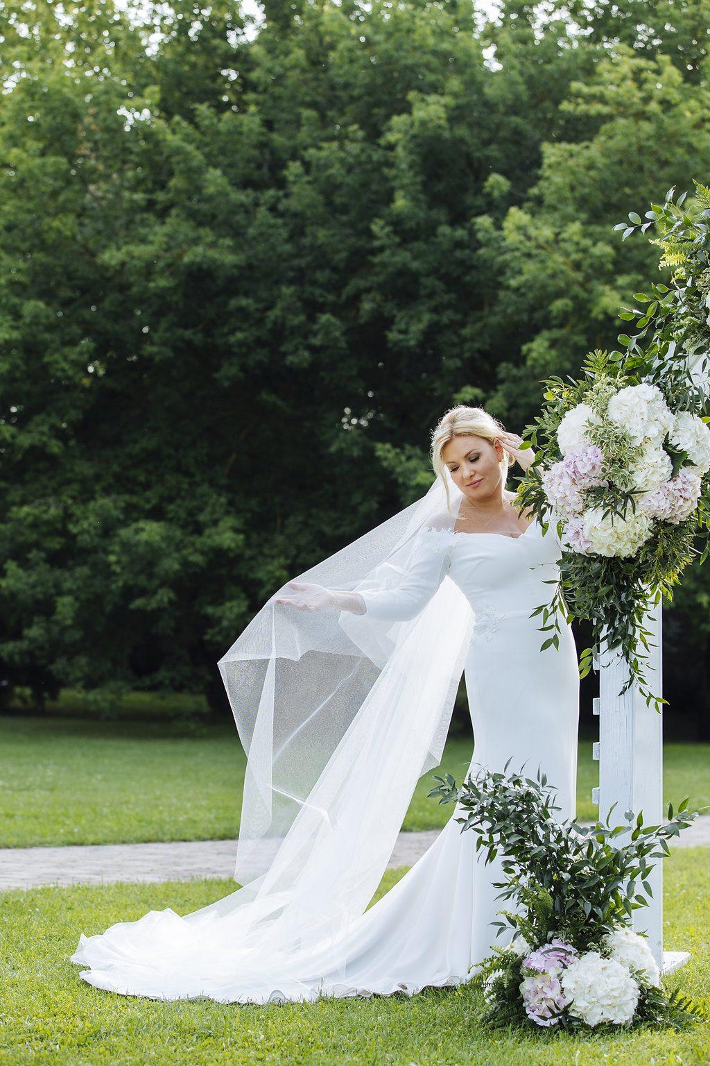 f579cb6719 Ilyen volt Pataki Ádám és Liptai Claudia esküvője – Fotók: Kondella Misi  Photography