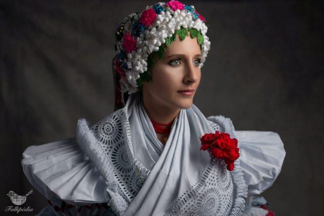 Tájegységek színkavalkádja – Ilyen volt a menyasszonyi ruha régen ... e809364f82
