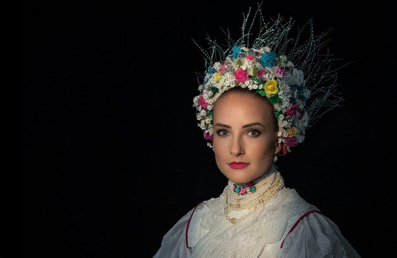 9d1652b8d8 Ilyen volt a menyasszonyi ruha régen - Tájegységek színkavalkádja