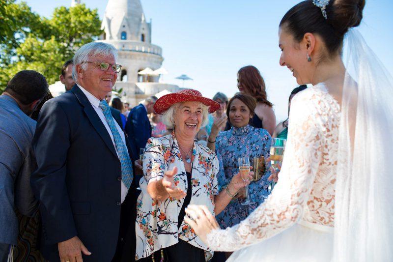 esküvői vendég