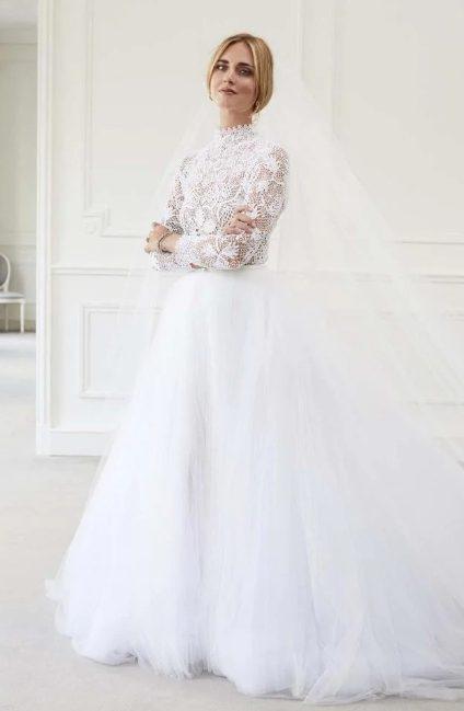 40ca13d6db A harmadik menyasszonyi ruhát a partin viselte az olasz sztár. Ez a  hercegnős szabású kreáció szintén sok rejtett üzenetet takart.