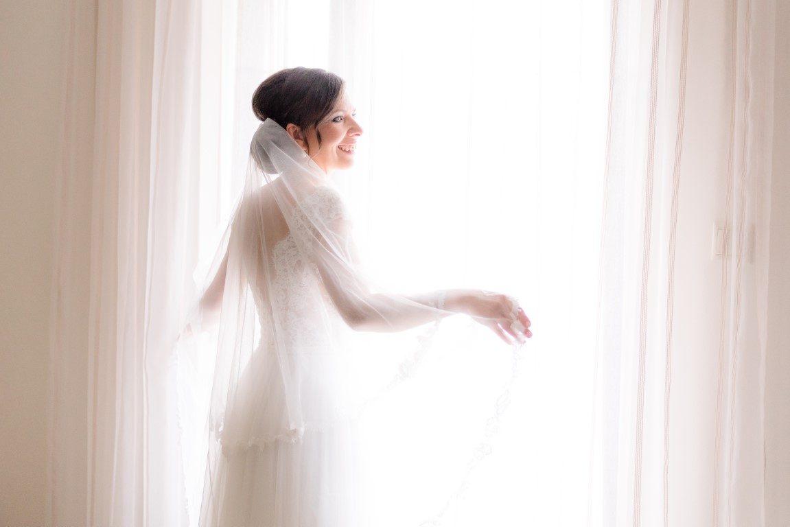 ec0504529a Ezúttal egy kedves Daalarna menyasszonyunk, Zsuzsi és kedvese, Tomi titkos  történetét ismerhetitek meg 5 kérdés az esküvőről rovatunkban.