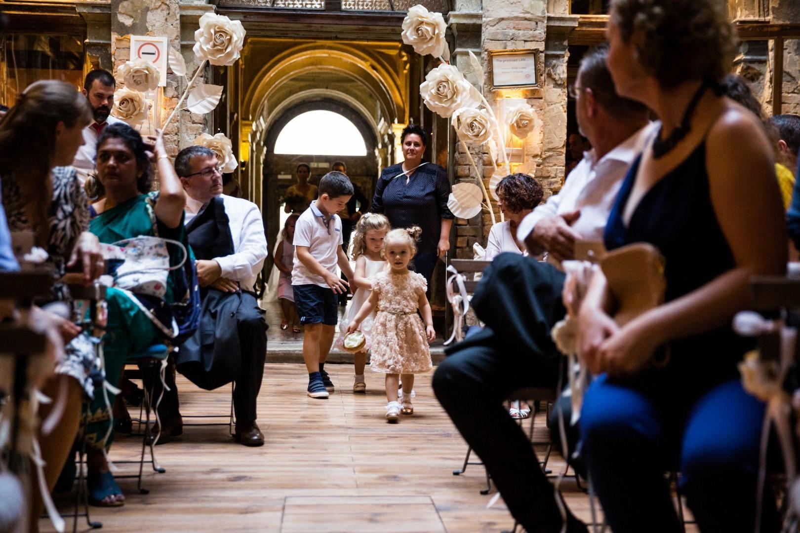 ,daalarna esküvő,esküvő,valódia esküvő,esküvő daalarna ruhában,flow art dekor,daalarna ruha,brody studios,wild flower bar,török bognár reni,