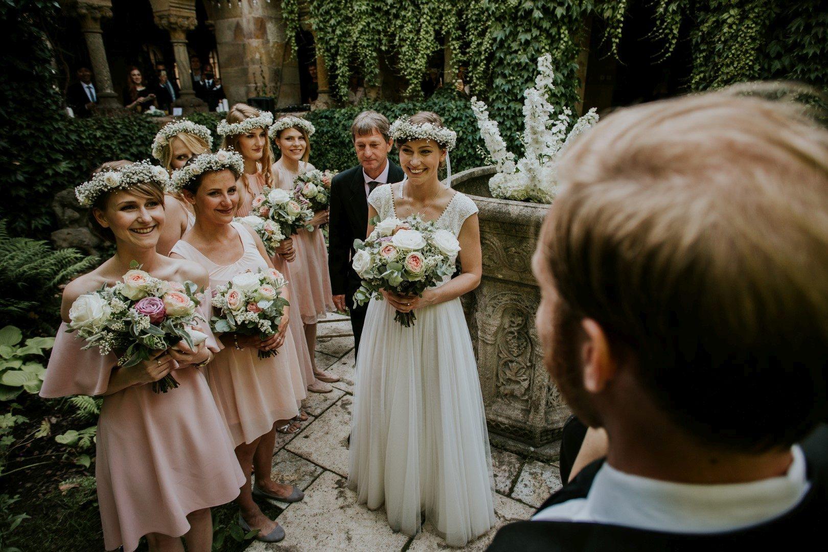 ,valódi esküvők,esküvő,esküvői ruha,menyasszonyi ruha,szentivánéji álom,daalarna ruha,romantikus esküvő,vajdahunyadvár,esküvő,esküvői inspiráció,valódi esküvő,valódi menyasszony,