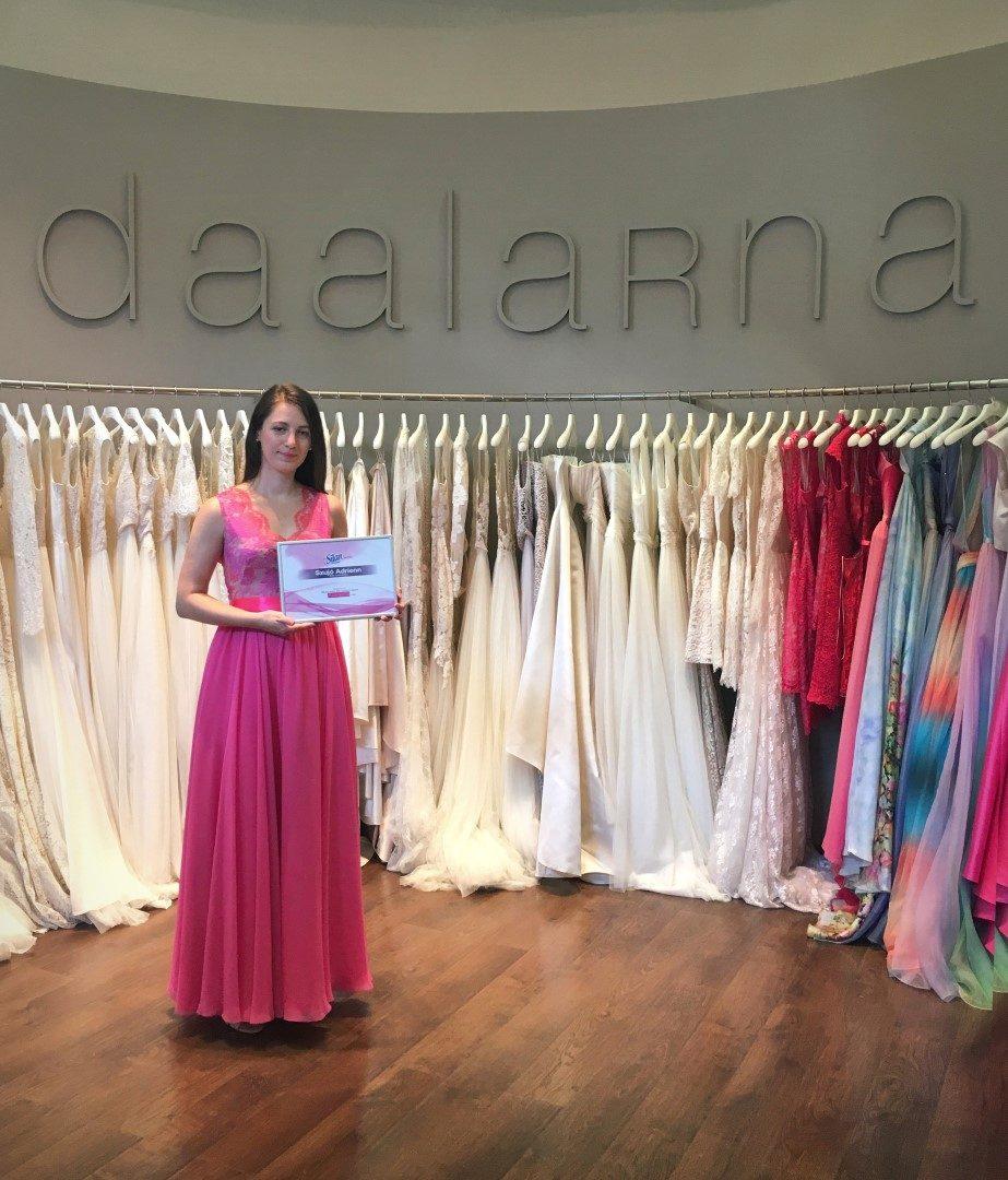 ... aki a SILAN tavaszi játékának győzteseként egy teljesen egyedi  tervezésű Daalarna ruhát nyert. Legutóbbi interjúnkon túl volt az első  próbákon 2901dfddeb