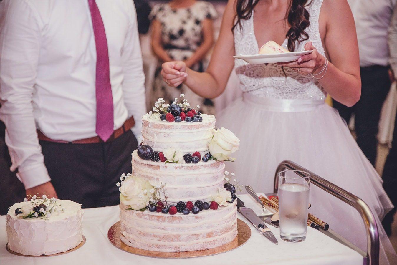 ,valódi esküvők,esküvő,esküvői ruha,menyasszonyi ruha,daalarna ruha,daalarna,esküvő,esküvői beszámoló,etyek,szabadtéri esküvő,sátoros esküvő,