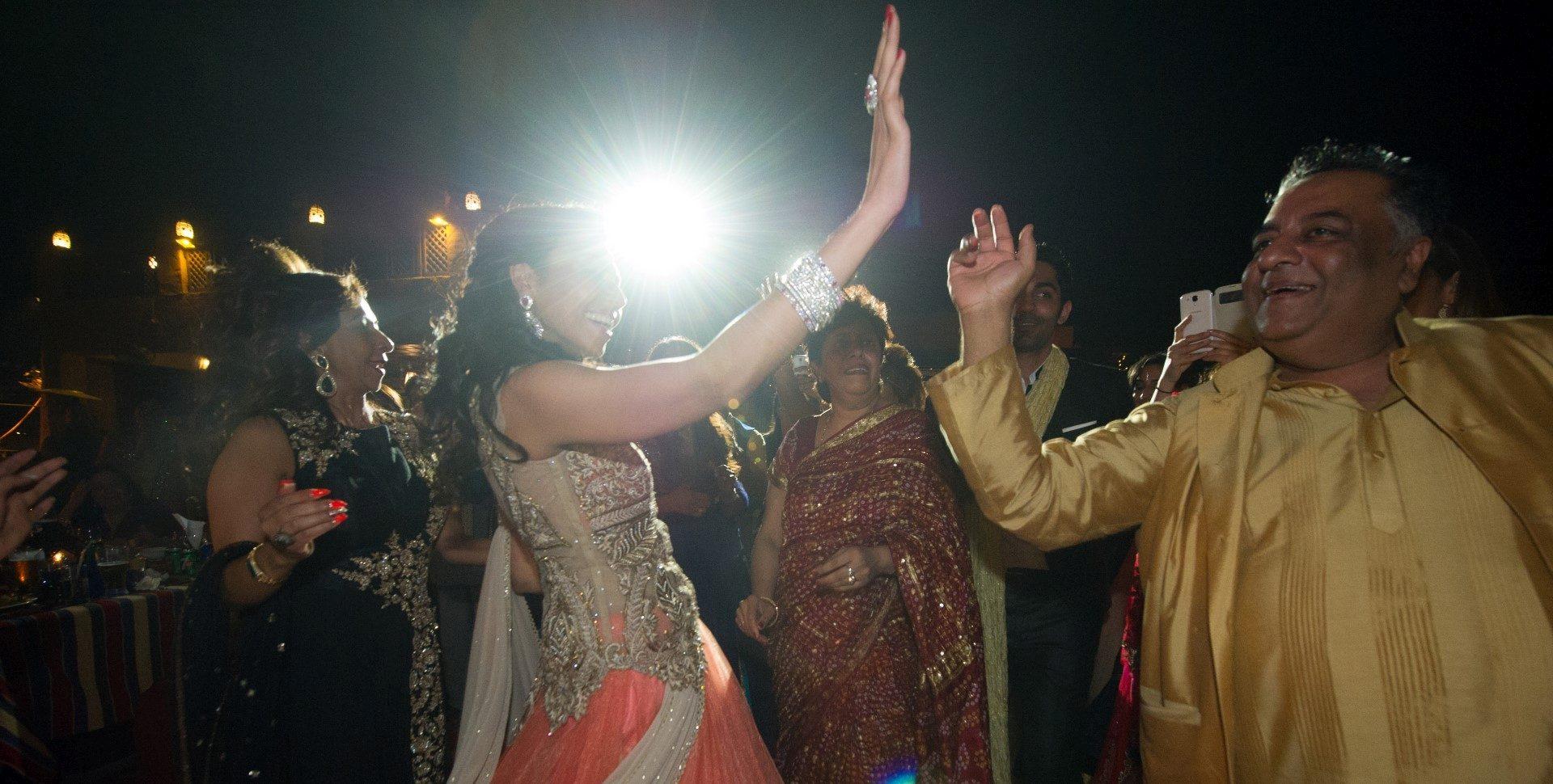 ,sivatag,sivatagi esküvő,dubaj,dubaji esküvő,dubaji sivatag,esküvő sivatagban,különleges esküvői helyszínek,indiai esküvő,arab esküvő,hagyományok,