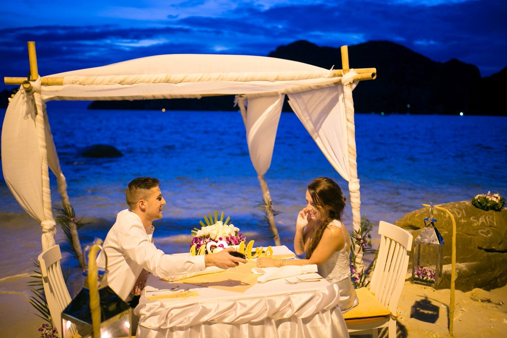 ,tengerparti esküvő,tengerpart,thailföld,thaiföldi esküvő,egzotikus esküvő,tengerparti esküvői ruha,daalarna,phi phi szigetek,